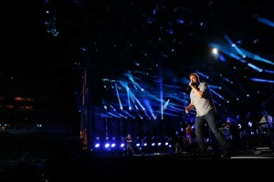 """Randy Houser Stuns LP Field Stadium with Acoustic Delivery of """"Like A Cowboy"""" During 2015 CMA Music Festival"""
