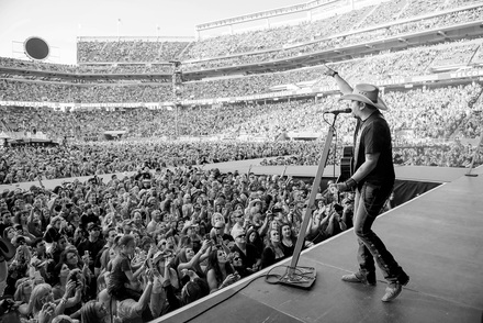 Jason Aldean Earns #1 Song After Sold-Out Headlining Run